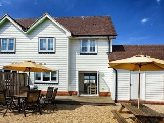 3 Bed Beach House with Enclosed Sunny Garden