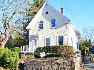 Annie's Place: Sweet cottage just 0.2 miles to Plum Cove Beach, Gloucester