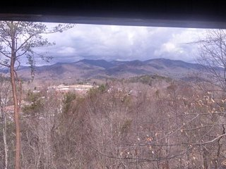 Big Oaks Pointe - Less Than A Mile Walk from Downtown With Wooded Seclusion, a, Bryson City