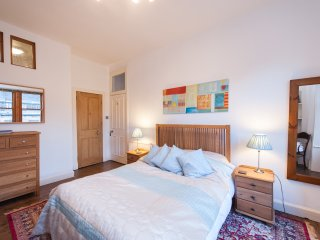 Newtown flat, 2beds- (sleeps 4-6 people)