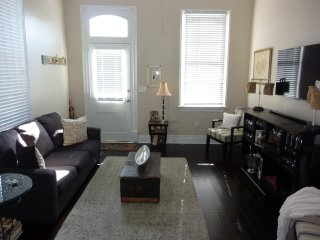 Gorgeous Bywater Private Room Shared Apt With Free Parking and OUtdoor Garden