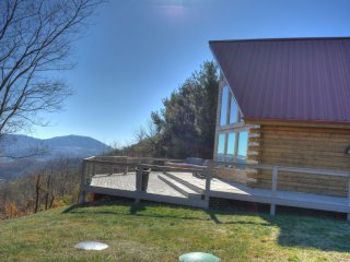 Appalachian Sky-3 BR Cabin with Breathtaking VIEWS, Hot Tub, Pool Table, Wi-Fi,