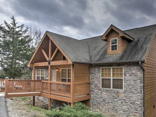 NEW! 2BR Branson Cabin w/Deck & Resort Amenities!