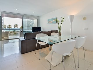 Bossa Mar Apartment is a luxurious apartment in the centre of playa d'en bossa, Playa d'en Bossa