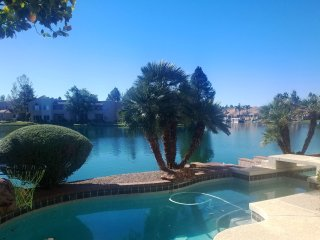 Gilbert Lakefront Home - 4 bed 3 bath, Heated Pool/Spa, Sleeps 9