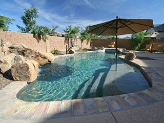 Gilbert Estate - April Specials! 4600 Sqft, Heated Pool/Spa, Sleeps 12