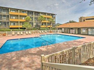 Myrtle Beach Condo w/Pool Access - Steps to Beach!