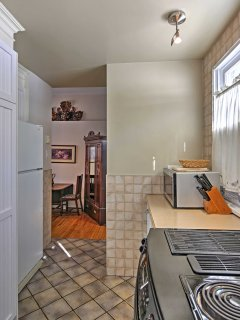 Prepare morning brunch for your family and friends in this fully equipped kitchen.