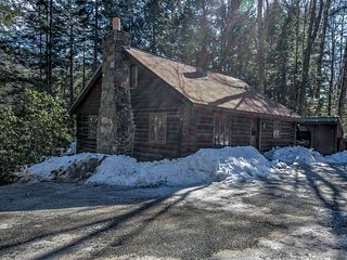 NEW! 3BR Londonderry Log Cabin on 3.5 Acres!