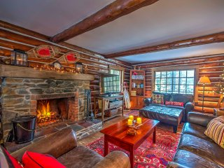 Log Cabin Mins from Southern Vermont Ski Resorts!