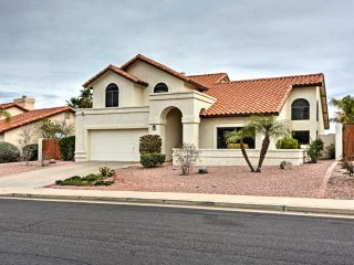 Mesa Home on Golf Course w/Patio & Mountain Views!