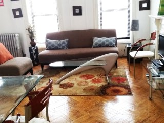 Stunningly gorgeous& Spacious 2BR Apt-12 min 2 Man