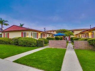 Jason`s Felspar Apartment: Charming pacific beach condo. BBQ, WiFi, Bikes, Walk, San Diego