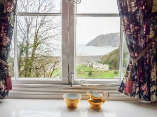 FLAT 8, all first floor, two bedrooms, pet welcome, sea views, in Lynmouth, Ref