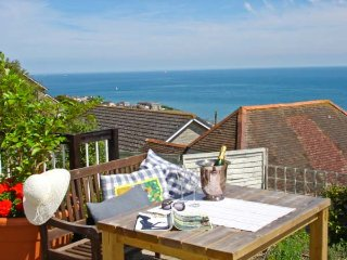 THE DECK STUDIO, stunning views, king-size bed, decked area overlooking the sea,