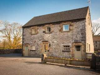 LARKSTONE BARN, part of the Chatsworth Estate, woodburner in Wetton, Ref 955847
