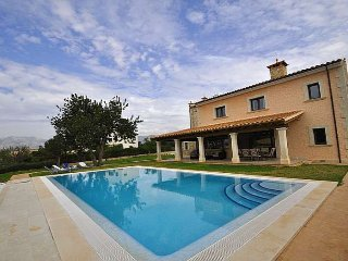 Villa with pool 8 pax in Marratxi. 4 bedrooms Satellite TV. Clear views- FREE WI