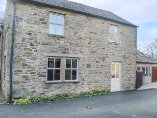 GROVE COTTAGE, open fire, stone-built with character, games room in Allendale, Catton