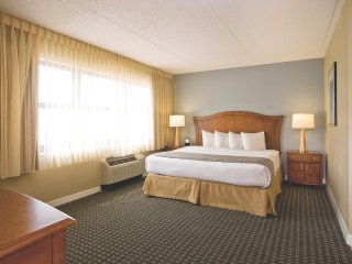 Wyndham Skyline Tower - Fri-Fri, Sat-Sat, Sun-Sun only!, Shawnee on Delaware