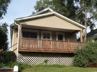 Newly Remodeled 2BR/1BA House Near the Beach