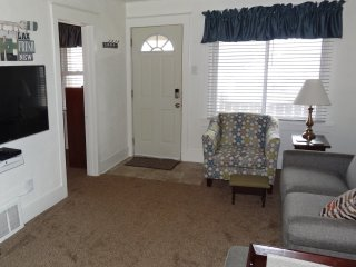Newly Remodeled 2BR/1BA House Near the Beach