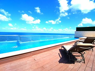 Luxury Oceanfront Condo Rooftop Pool 360° View, Isla Mujeres