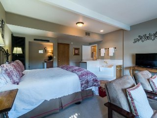 All Seasons River Inn Suite D- riverfront & perfect for a Leavenworth trip!