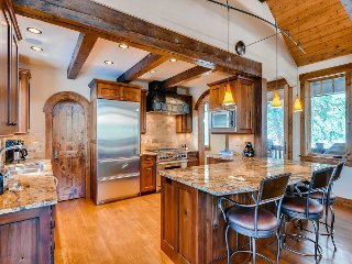 Charming & Rustic Peak 8 Luxury Home - Walk to slopes, Hot Tub & Theater Room