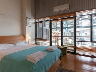 Fremantle Terrace Trendy Warehouse Stay