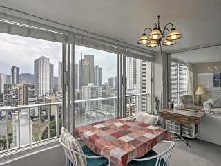 NEW! 1BR Waikiki Condo w/ Views - Walk to Beach!