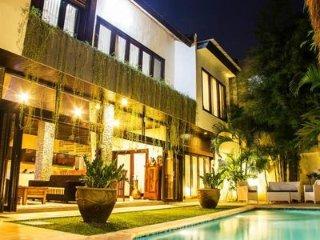 Villa Ashmik I, Spacious 6 bedroom pool villa in a great location.