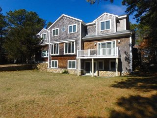 Grand Five Bedroom House Close to Downtown Vineyard Haven (406)