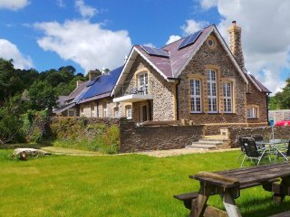 Old primary school built 1876, newly renovated, eco friendly, Pencader