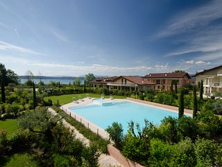 Confortable 2bdr 125m2 with pool and terrace in Sirmione