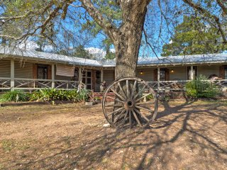 Spacious La Grange Cabin w/ Lake Siesta Views!