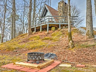 Cozy Dillard Cabin w/ Deck, Pool & Hot Tub Access!