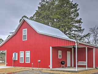 Higden Home w/ Yard - Mins to Greers Ferry Lake!