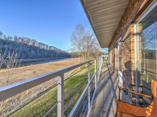 NEW! Lakeside Bluff City Apartment w/ Balcony!
