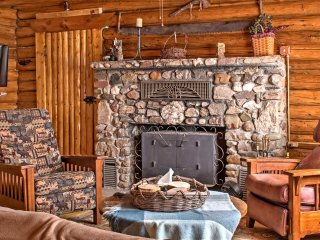New! Rustic 5BR Saratoga Cabin w/ Mountain Views!