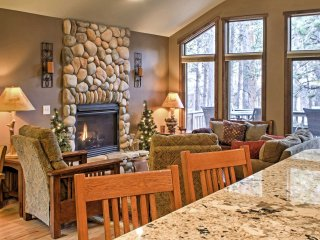 Spacious Estes Park Condo on Big Thompson River!