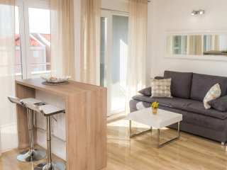 Beautiful apartment with swimming pool, A6