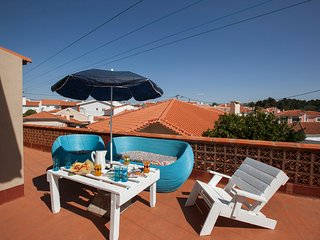 Apartamento de colores, con amplia terraza y bien comunicado