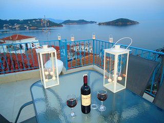 large town house with roof top terrace, Ciudad de Skiathos
