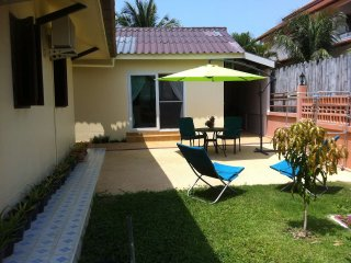 Luxueuse maison avec piscine, jardin et terrasse prives, a Nai harn, Phuket