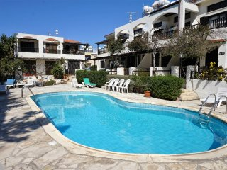 1 bed Apartment near Beach, Restaurants and Bars, Communal Pool and Free WIFI, Paphos