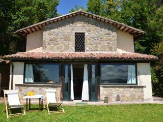 """Belvedere"" - casale romantico per due - (Orvieto) panoramico, piscina condivisa"