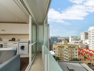 Bright and Airy One Bedroom Apartment:Great Views!