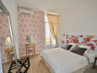 4 Stars **** rated 1 BR, WI-FI, air con, ideal for vacation - close to the beach