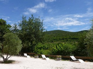 2 gîtes au calme, 2 independant lodgings in quietly situated villa, Centre Var, Le Luc