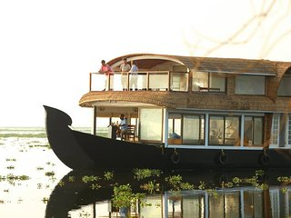 Leia Cruise - An In My Place Houseboat
